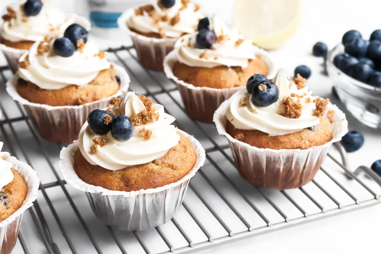 lemon-blueberry-cupcake